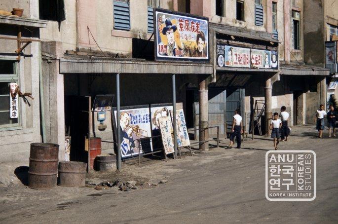 seoul_cinema_billboards_1950s